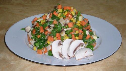 Möhrensalat mit Rucola und Campignons