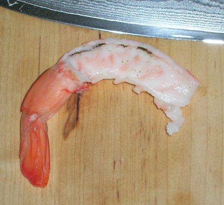 Vor dem Garnelen kochen den Darm entfernen!