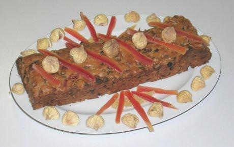 Earl-Grey-Kuchen mit kandierten Früchten