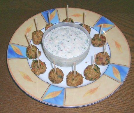 Fischbällchen mit Joghurtsoße