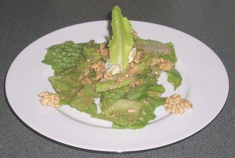 Römischer Salat mit Walnüssen und Gorgonzola