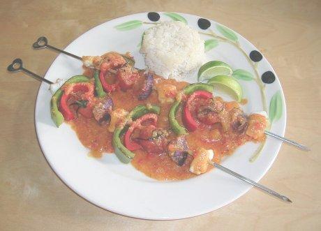 Seeteufelspieße mit Tomatensauce