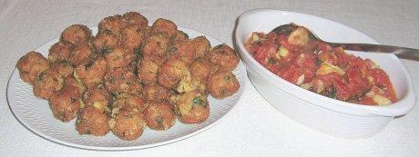 Teigbällchen mit Tomatensoße
