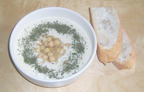 Joghurtsuppe mit Kichererbsen aus der Türkei