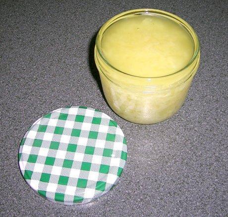 In Öl eingelegte Zwiebeln oder Schalotten