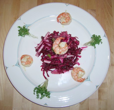 Salat von Wurzelgemüse und Fenchel mit Garnelen