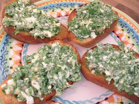 Grüne Crostini