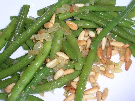 Grüne Bohnen mit Pinienkerne