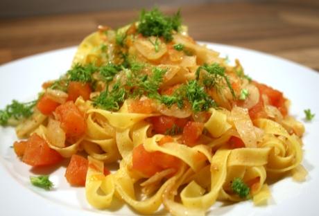 Pasta mit Fenchel und Tomaten