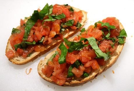 Bruschetta mit Tomaten ein klassisches Rezept aus Italien