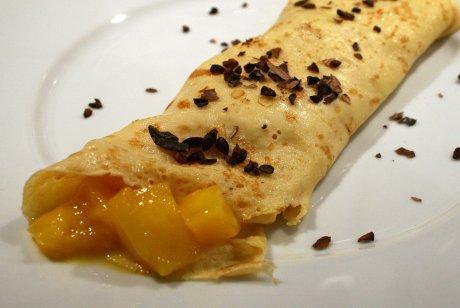 Pfannkuchen mit Mangofüllung