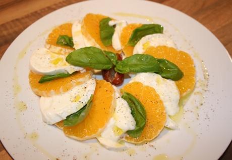 Orangen-Büffelmozzarella-Caprese