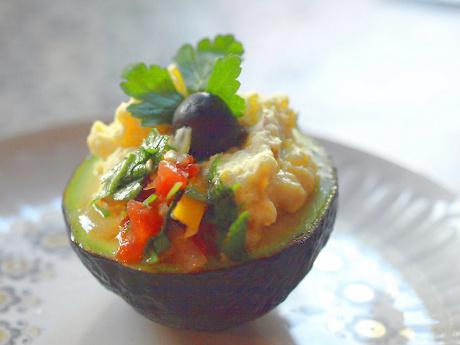 Avocado mit Kartoffelfüllung