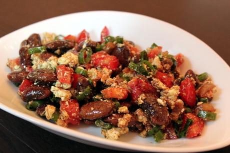 Käferbohnensalat mit Tomaten und Schafskäse