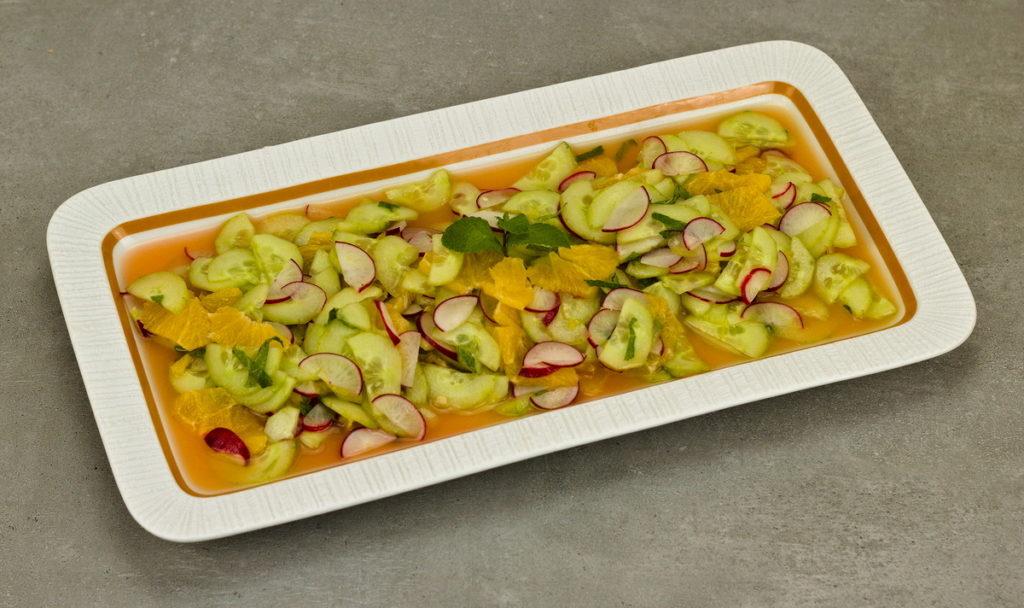 Gurkensalat mit Orangen aus Italien
