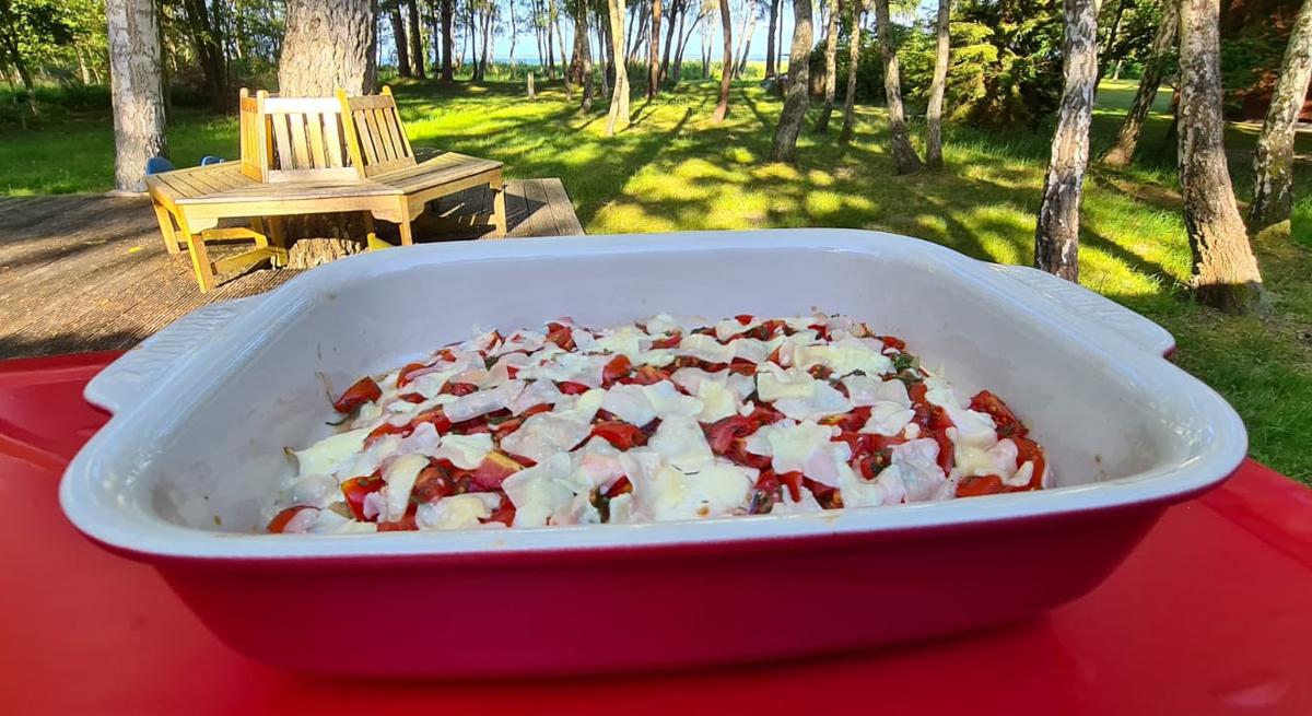 Ostsee-Scholle mit Dill-Tomaten, Zwiebeln und Parmesan